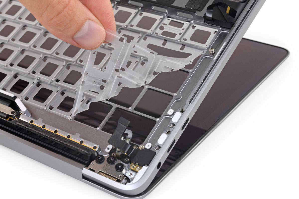 Tabletowo.pl Trochę o antykonsumenckich zagraniach Apple na przykładzie dziwnie cichej afery przełącznikowej w MacBookach Apple Felietony