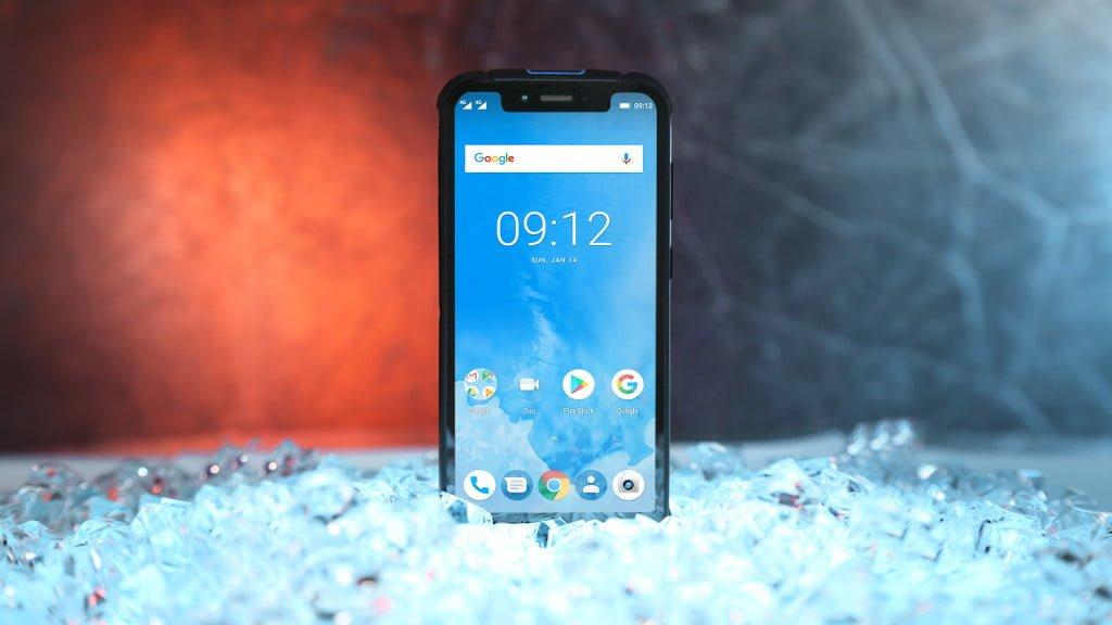 Pierwszy na świecie pancerny smartfon z wycięciem w ekranie trafił do sprzedaży w Polsce 19