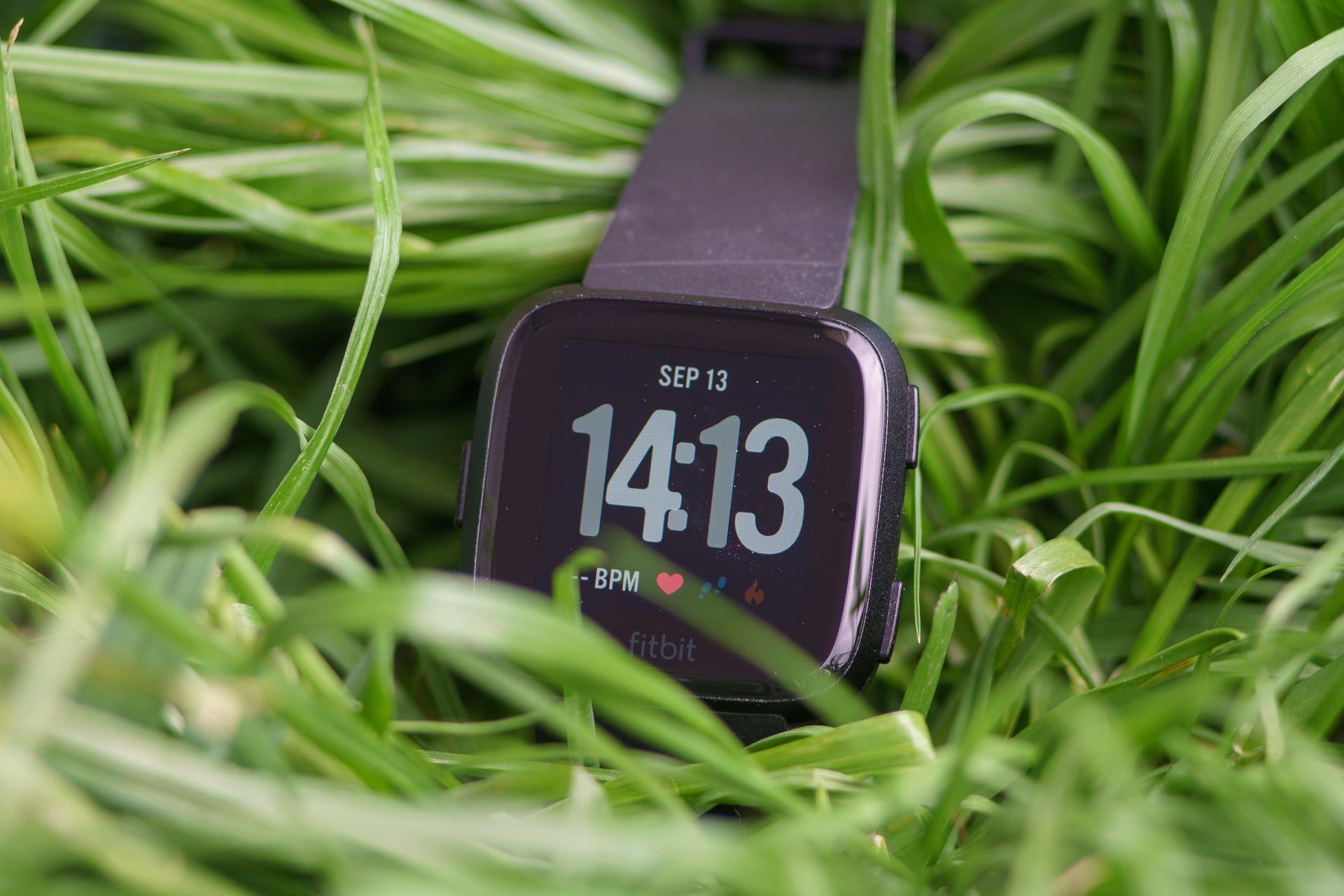 Wkrótce premiera smartwatcha Fitbit Versa 2. Znamy sporo szczegółów 25