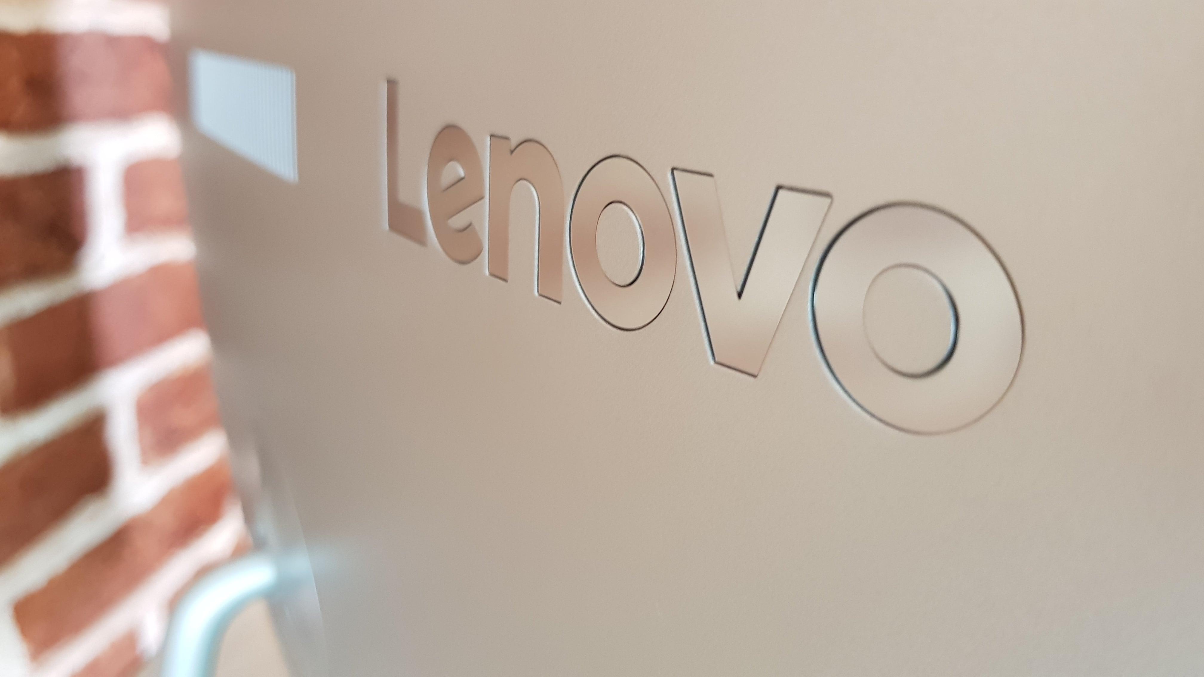 Lenovo pracuje nad swoim pierwszym średniakiem z potrójnym aparatem 15