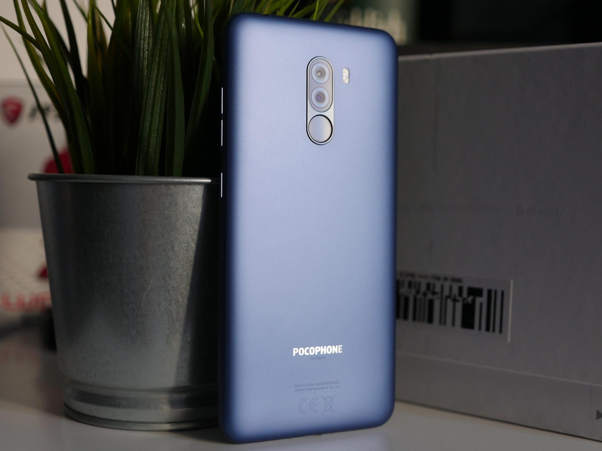 Tabletowo.pl Czy tani i plastikowy POCOPHONE F1 jest wytrzymały i odporny na uszkodzenia? Android Smartfony Xiaomi