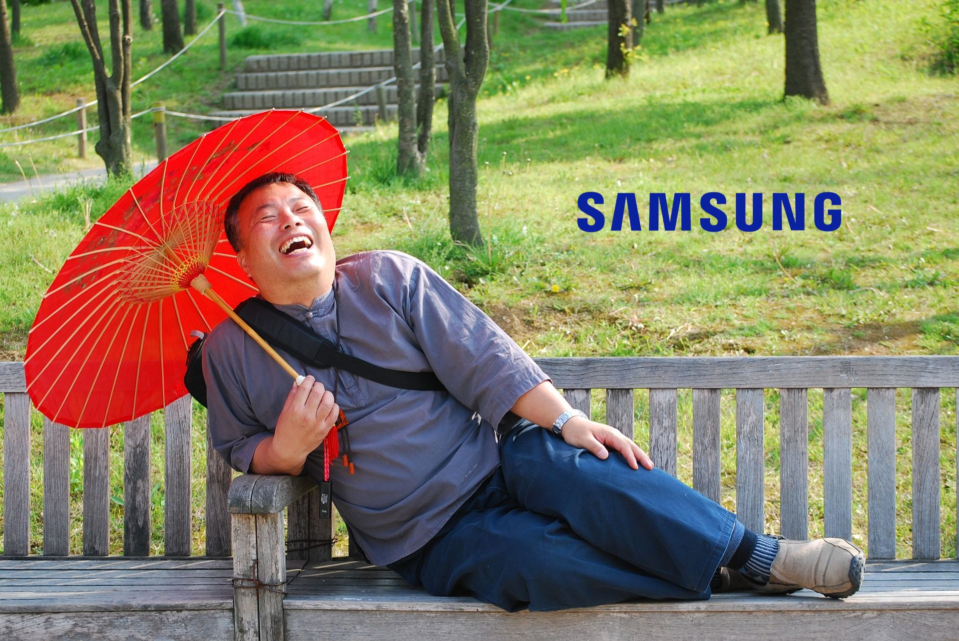 laughing śmiech mężczyzna Samsung logo