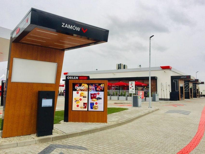 Tabletowo.pl Na Orlen Drive, jak w McDonald's, zjesz bez wychodzenia z samochodu. A przy okazji też zatankujesz auto Moto Nowości