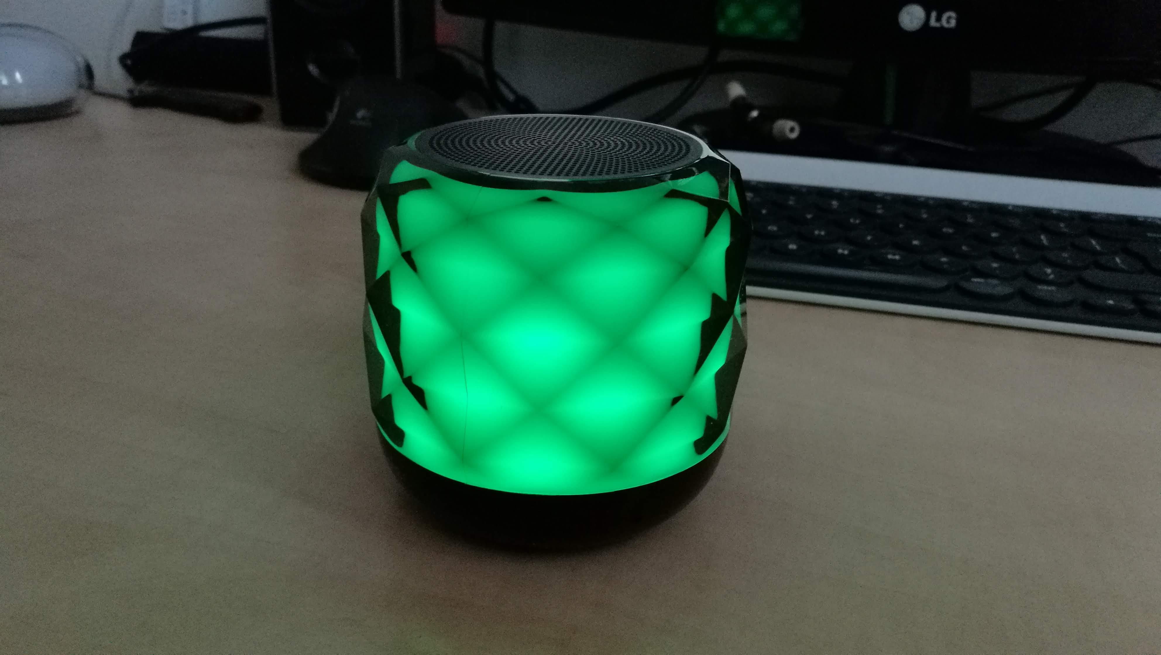 DoCooler RBS-F1 - bezprzewodowy głośnik, który ładniej świeci LED-ami niż gra (recenzja) 26