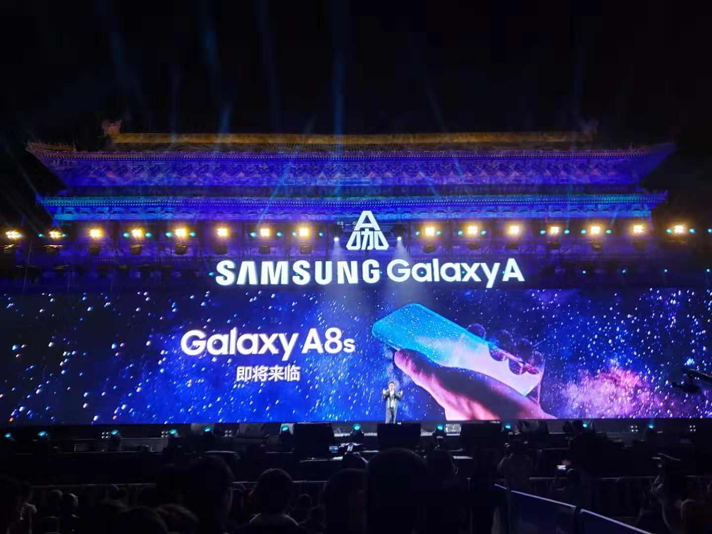 """Tabletowo.pl Samsung zapowiedział premierę Galaxy A8s, który będzie miał """"coś, czego nie ma żaden inny smartfon na rynku"""" Android Samsung Smartfony"""