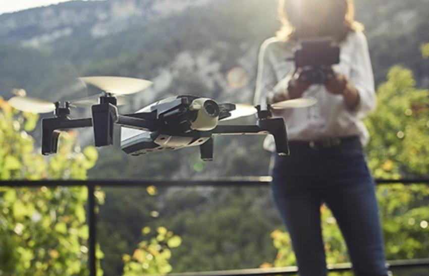 Parrot dodaje nowe tryby fotograficzne do drona Anafi. Do sprzedaży trafi też nowy zestaw w dobrej cenie 20