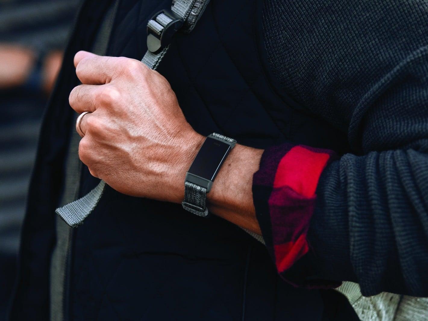 Tabletowo.pl Opaska Fitbit Charge 3 zmierza na półki sklepowe Nowości Wearable