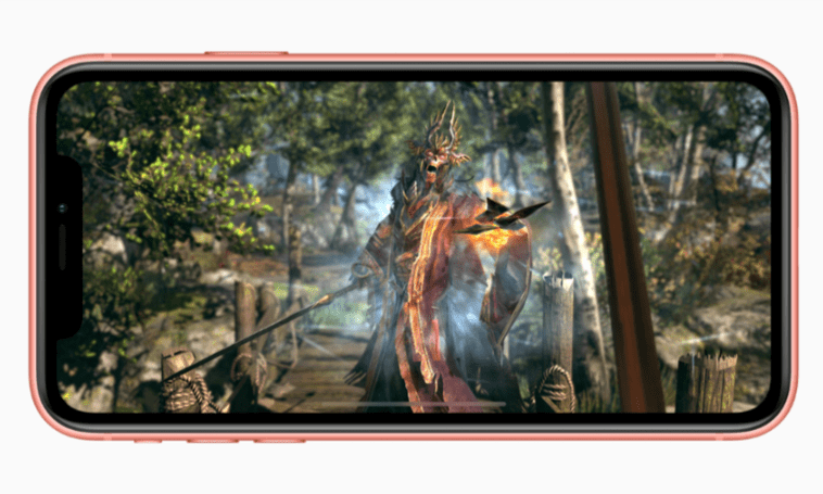 """Tabletowo.pl Według marketingowca Apple, """"jeśli nie widzisz pikseli, to w pewnym momencie cyferki przestają mieć znaczenie"""" Apple Smartfony"""