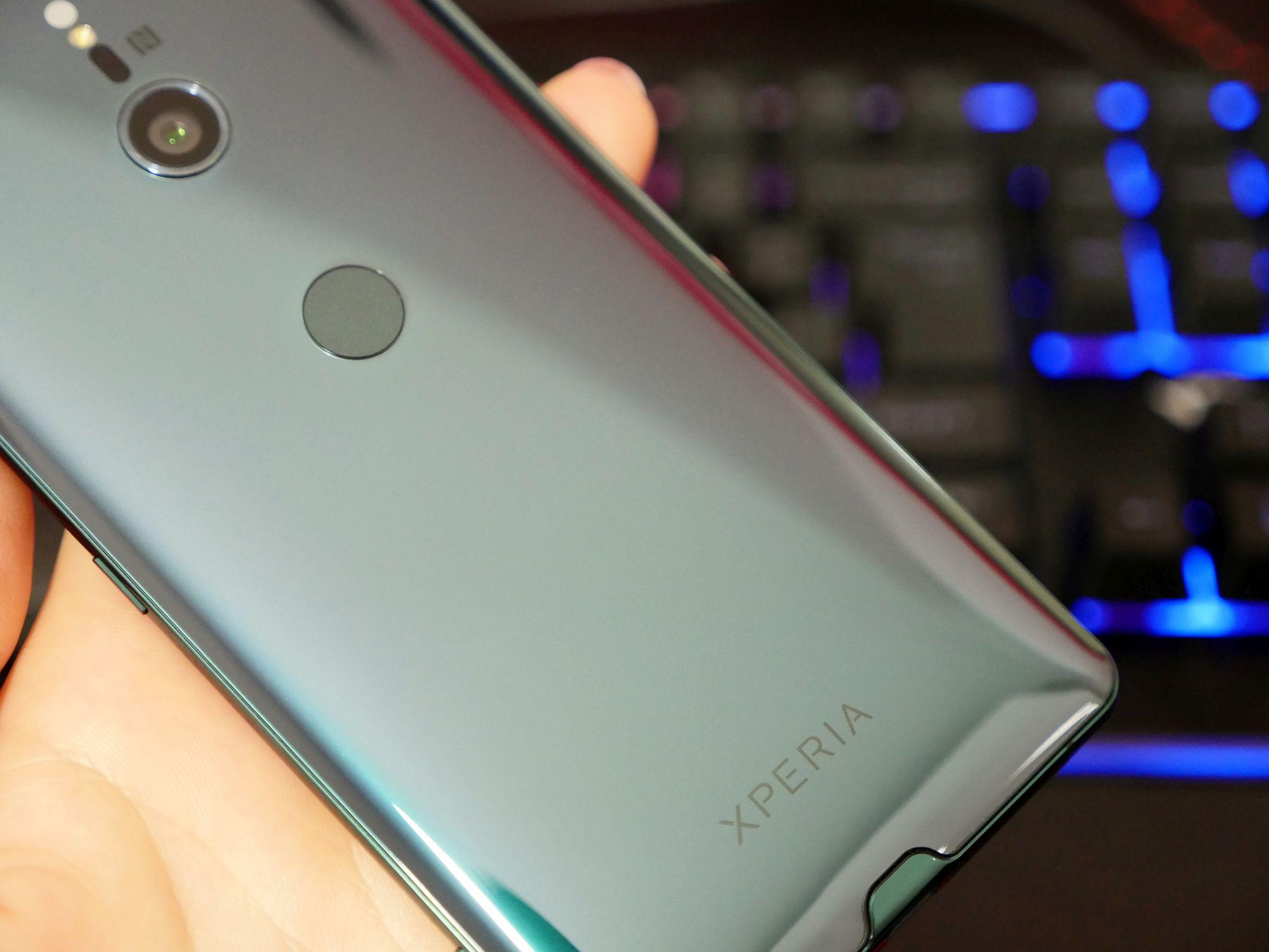 Jaki smartfon bez notcha warto kupić? 15