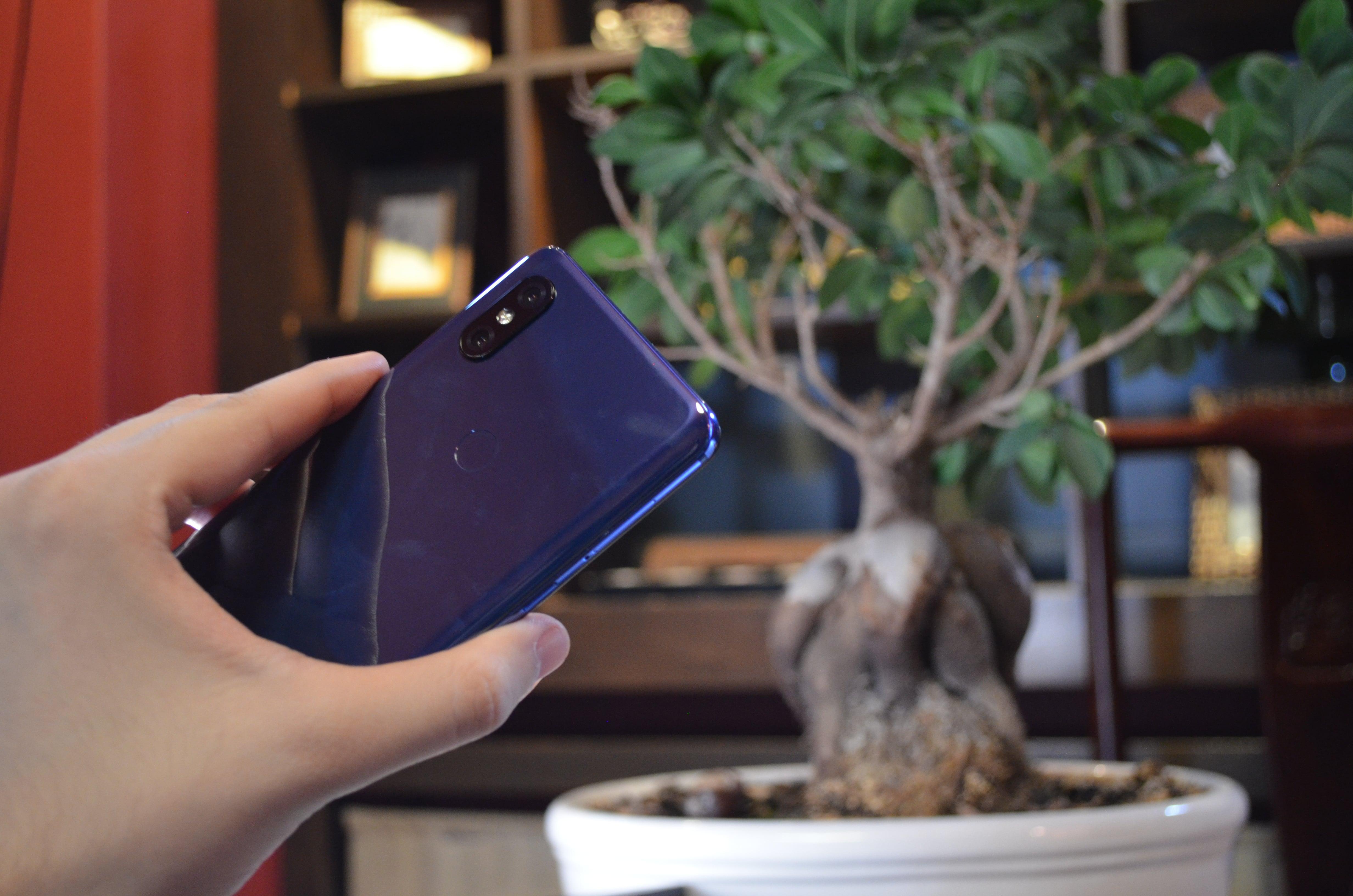Mieliśmy w rękach Xiaomi Mi MIX 3 - robi bardzo pozytywne pierwsze wrażenie 24