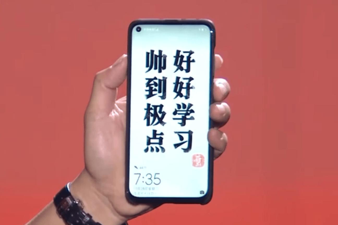 Smartfon Huawei z otworem w ekranie uchwycony na filmie. Jeśli nienawidzisz notchy, to może być jakiś kompromis 26