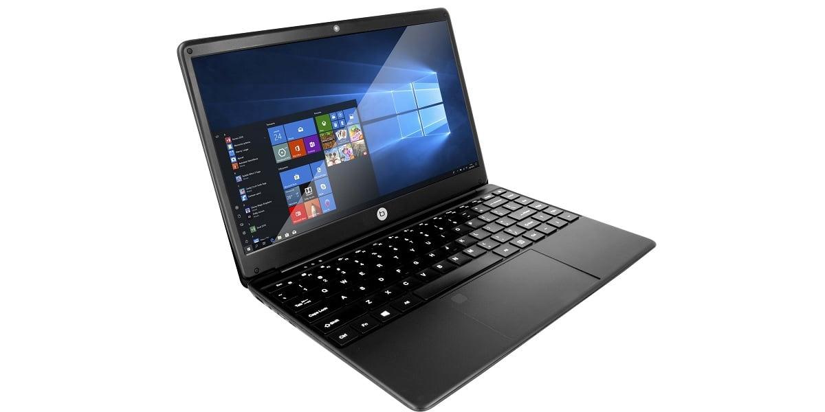 Tabletowo.pl Ten laptop ma trochę śmieszną nazwę, ale za 900 zł oferuje niezłą specyfikację z dyskiem SSD na czele Laptopy Windows