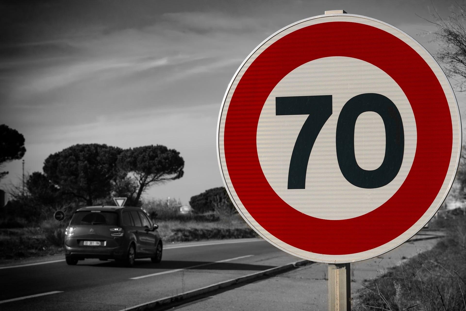 """Yanosik """"zyska"""" konkurenta? Google testuje zgłoszenia kontroli prędkości i miejsca wypadku w aplikacji Mapy 22"""