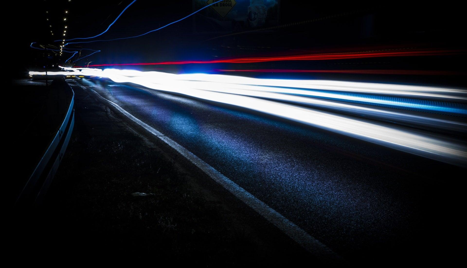 internet światłowód prędkość speed światło lights