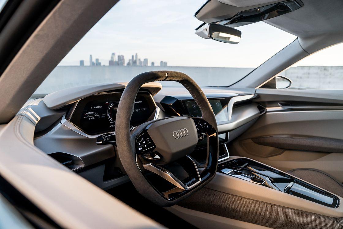 """Tabletowo.pl Audi prezentuje kolejnego eletryka. e-tron GT to typowy """"sportowiec"""" Moto"""