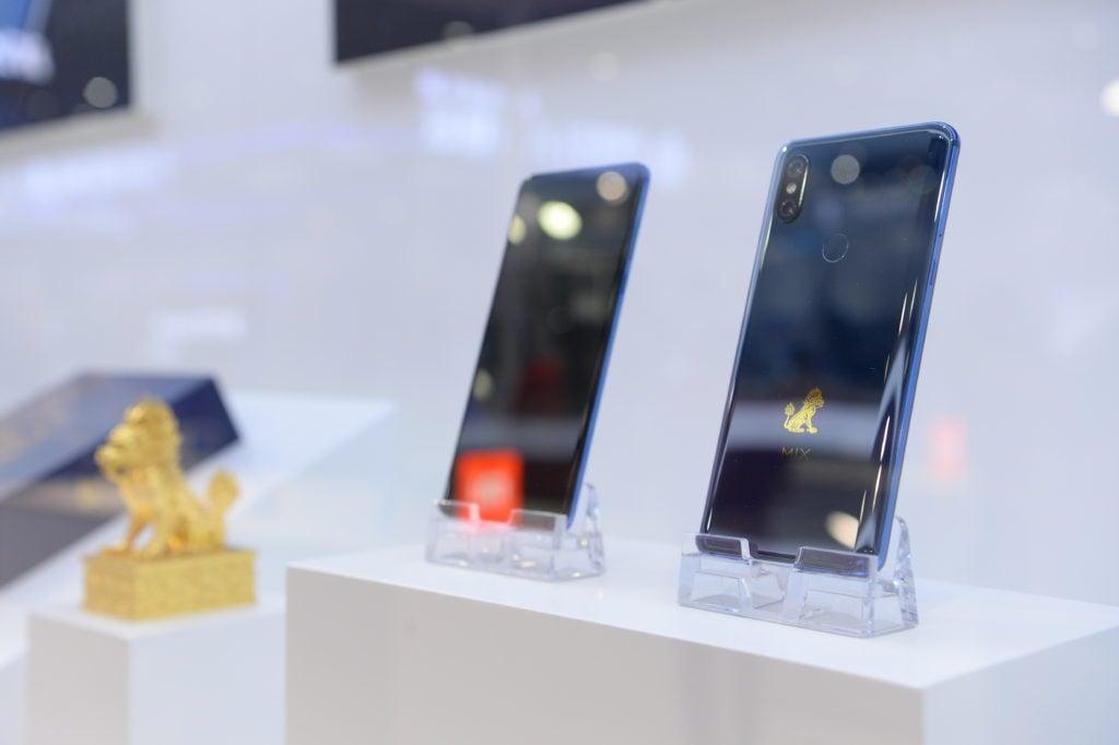 Tabletowo.pl Snapdragon 855 już działa w pierwszym smartfonie. W Chinach zaprezentowano Xiaomi Mi MIX 3 w wersji 5G GSM Smartfony Xiaomi