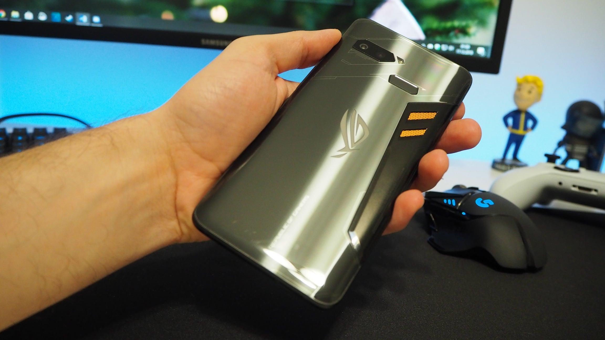 Asus ROG Phone 3 będzie wyglądał nudnie... Ale za to zachwyci wydajnością 21