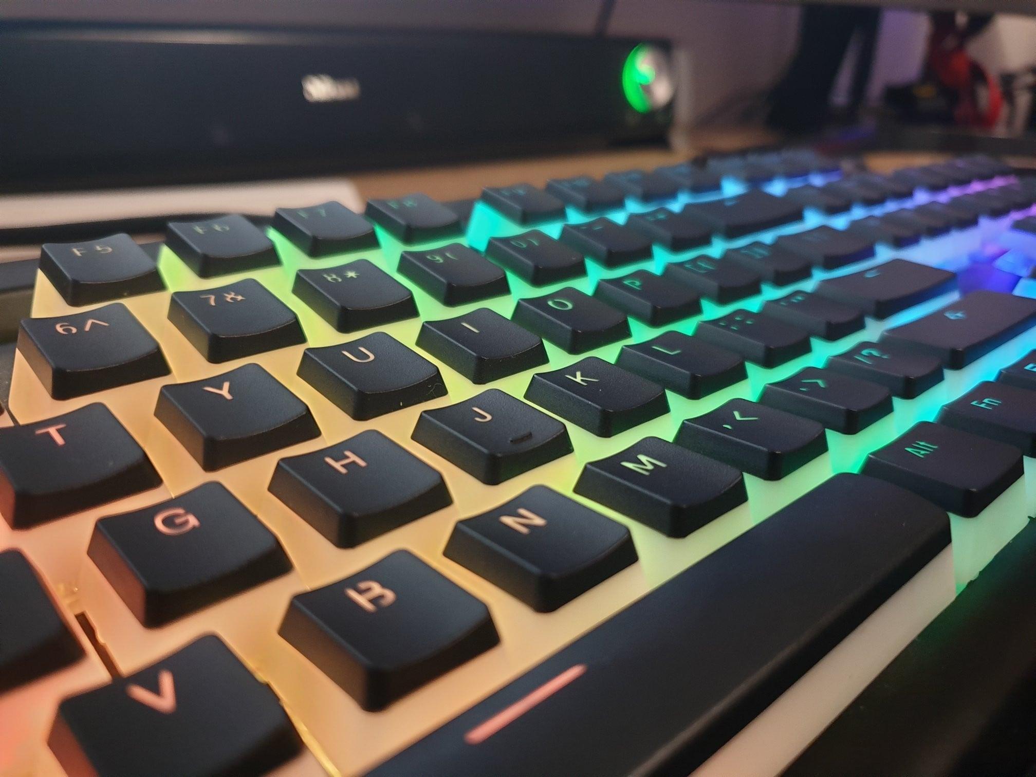 Nakładki HyperX sprawią, że podświetlana klawiatura będzie wyglądać jeszcze bardziej zjawiskowo 26