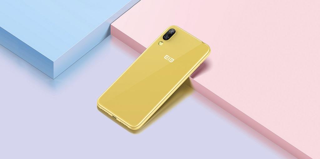 Ładniutki ten Elephone A6 Mini. Nawet jeśli dość nieudolnie stara się udawać iPhone'a XR 20