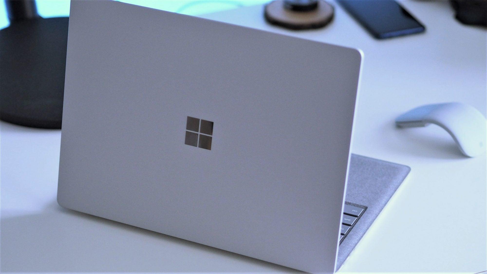 Ta reklama to troll level master: Mac Book mówi, że Surface Laptop 2 jest lepszy