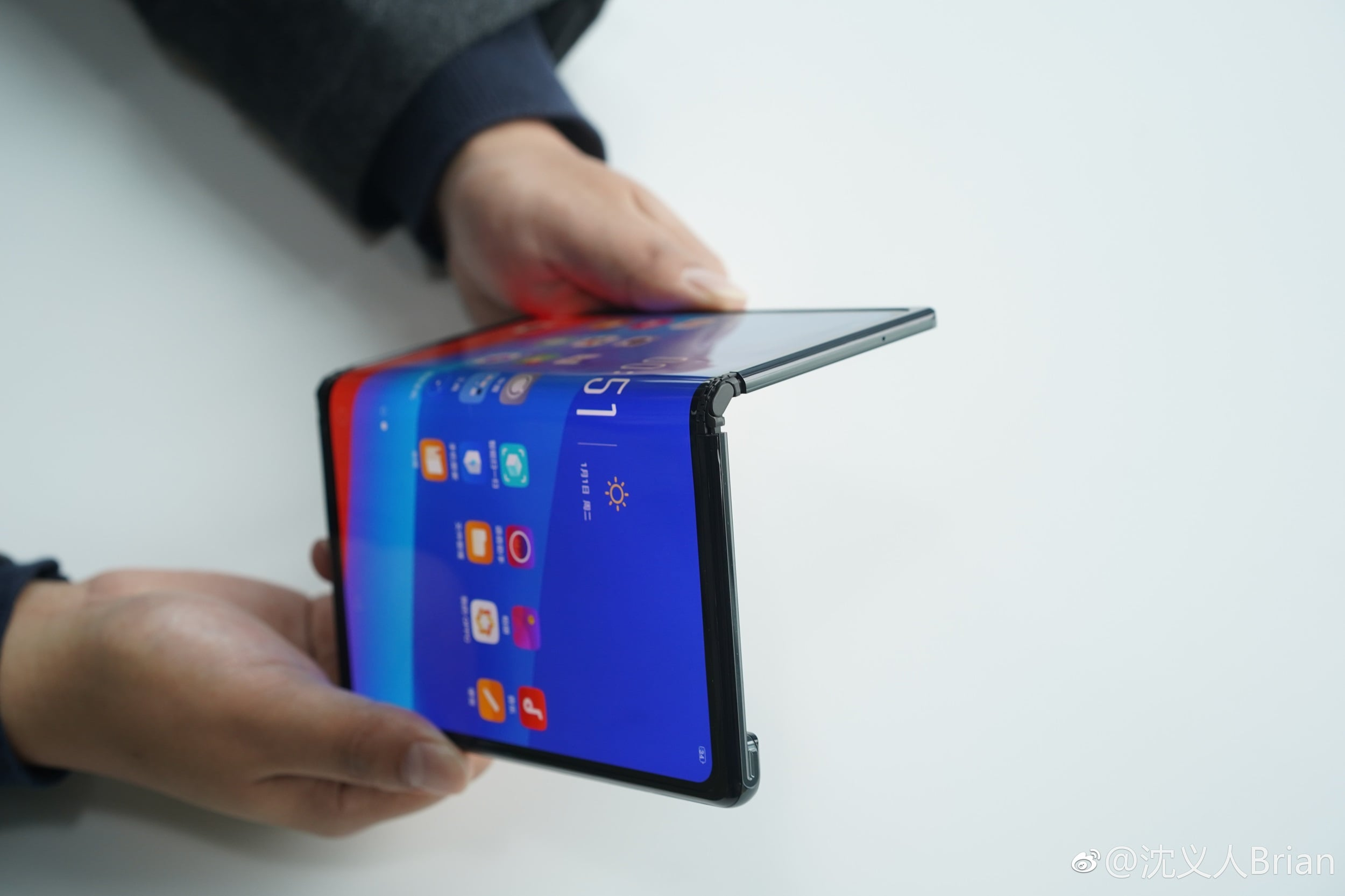 Oppo pracuje nad składanym smartfonem z adaptacyjnym OS-em