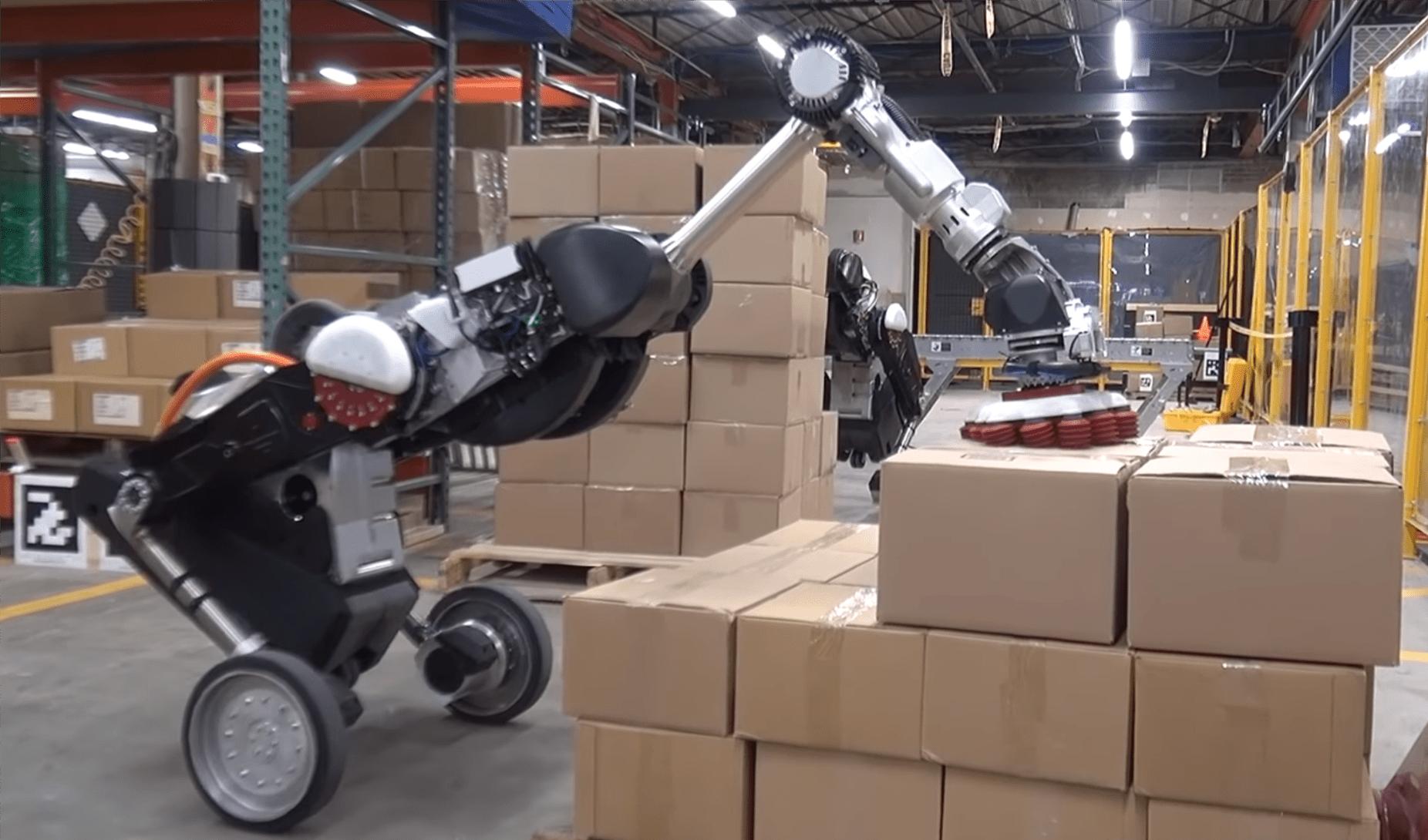 Robot Boston Dynamics nie boi się pracy w magazynie. Układa na paletach 15-kilogramowe pudła 16