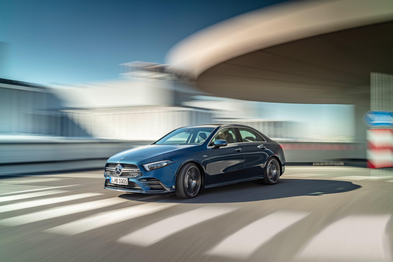 Mercedes zapowiada elektryfikację AMG. Sportowe samochody zmieniąsię w 2021 roku 16