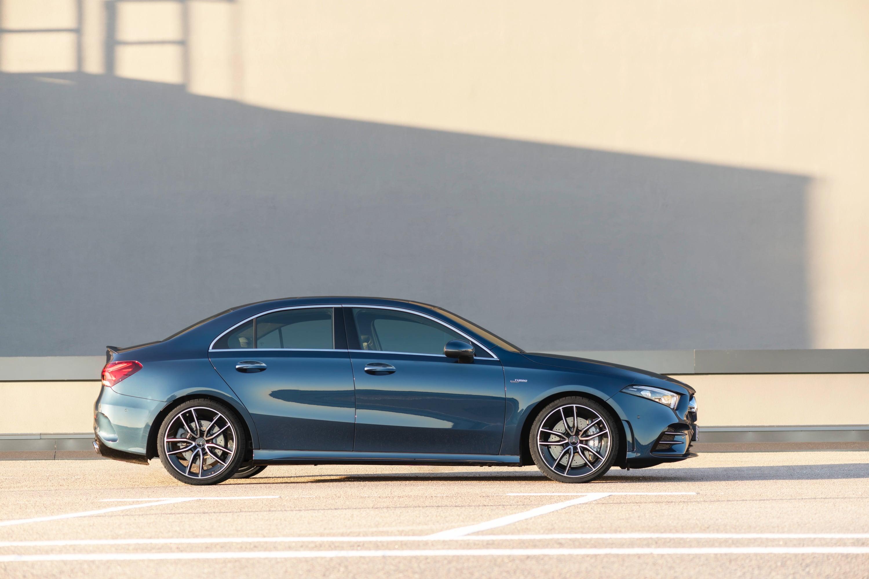 Mercedes zapowiada elektryfikację AMG. Sportowe samochody zmieniąsię w 2021 roku 17