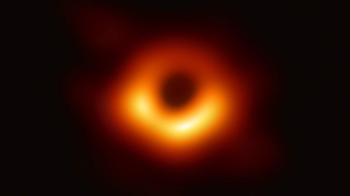 Tak właśnie wygląda czarna dziura