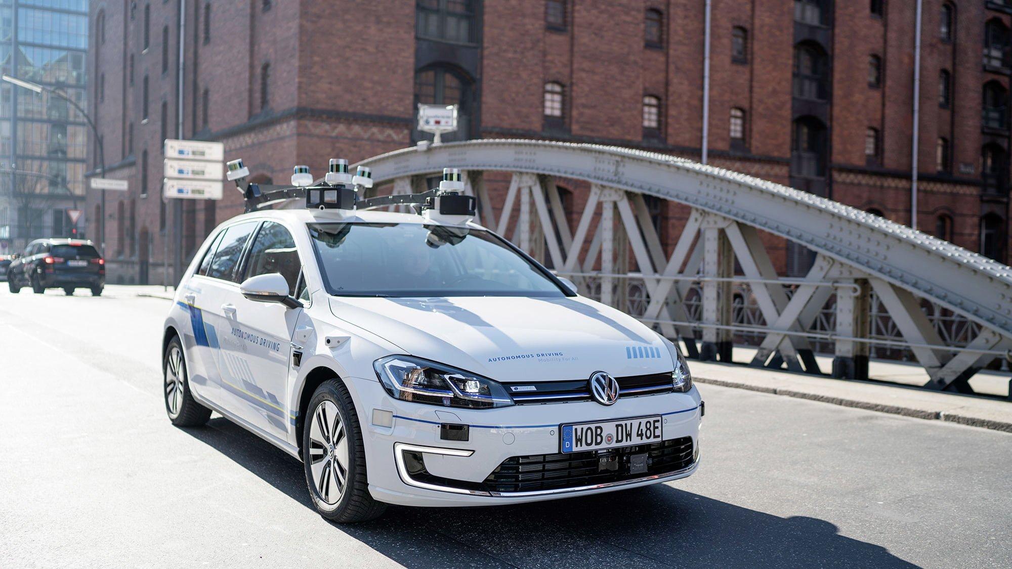 Volkswagen testuje autonomiczne Golfy na publicznych drogach w Europie