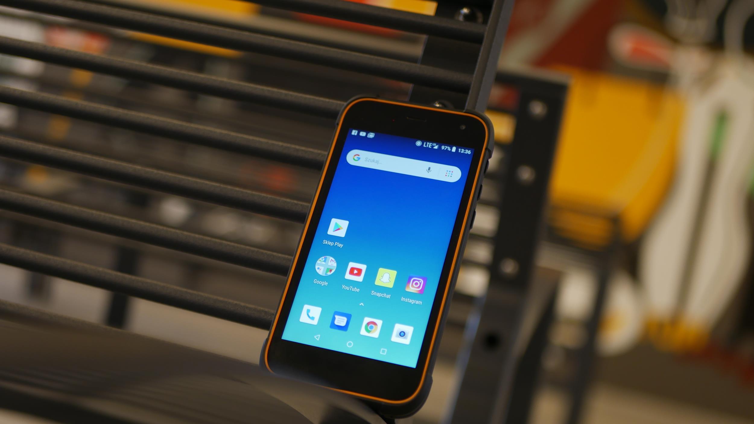 Test Hammer Active 2 LTE - smartfona z wytrzymałą obudową i Androidem Go 21