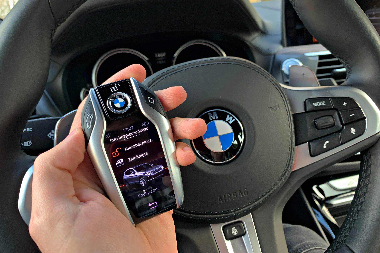 Alexa lub Siri w samochodzie? To podobno dobry pomysł, bowiem wolimy słyszeć znajomy głos