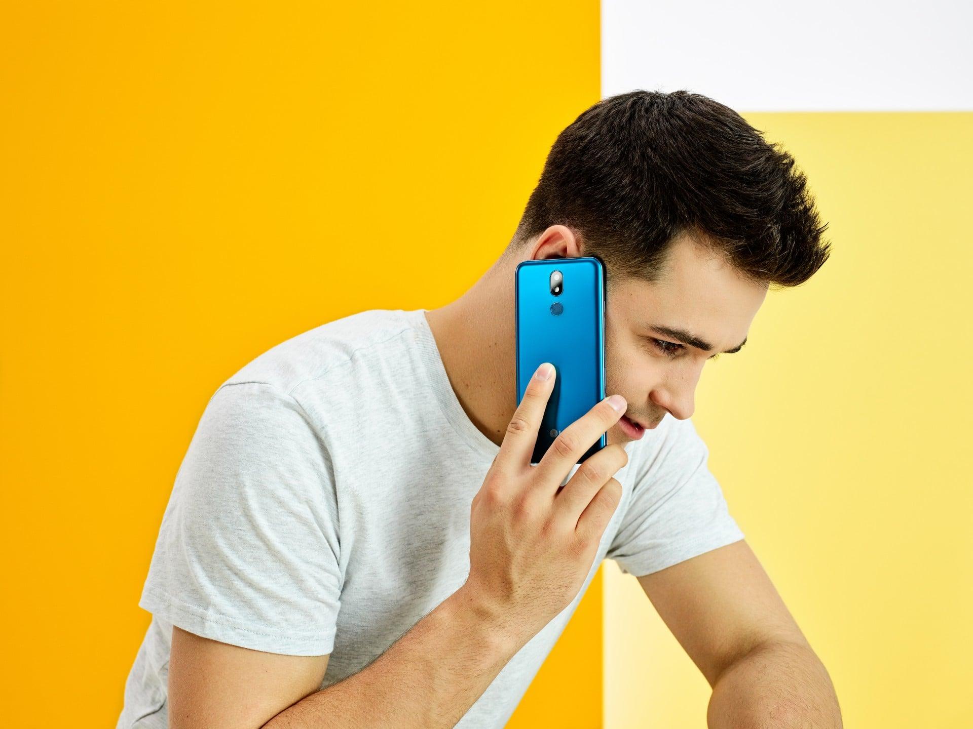 LG K40 w Polsce. Za zakup smartfona dostaniemy rabat na produkty New Balance 19