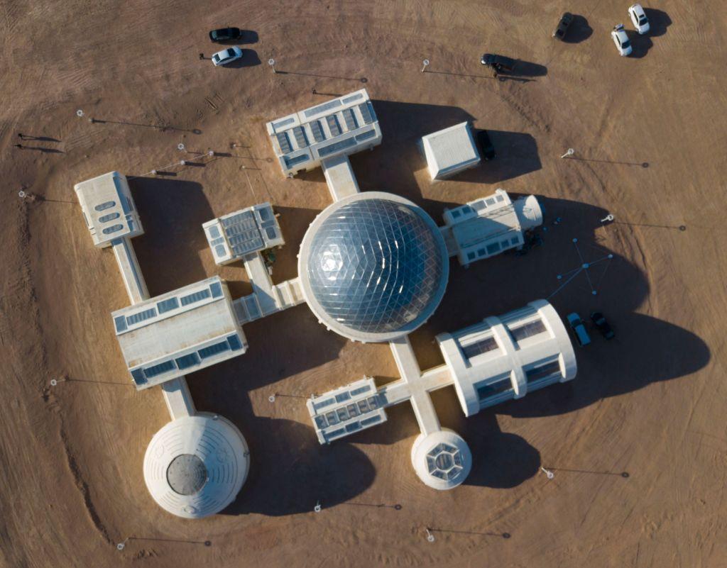 Chińczycy wysyłają nastolatków na pustynię, żeby spróbowały życia jak na Marsie