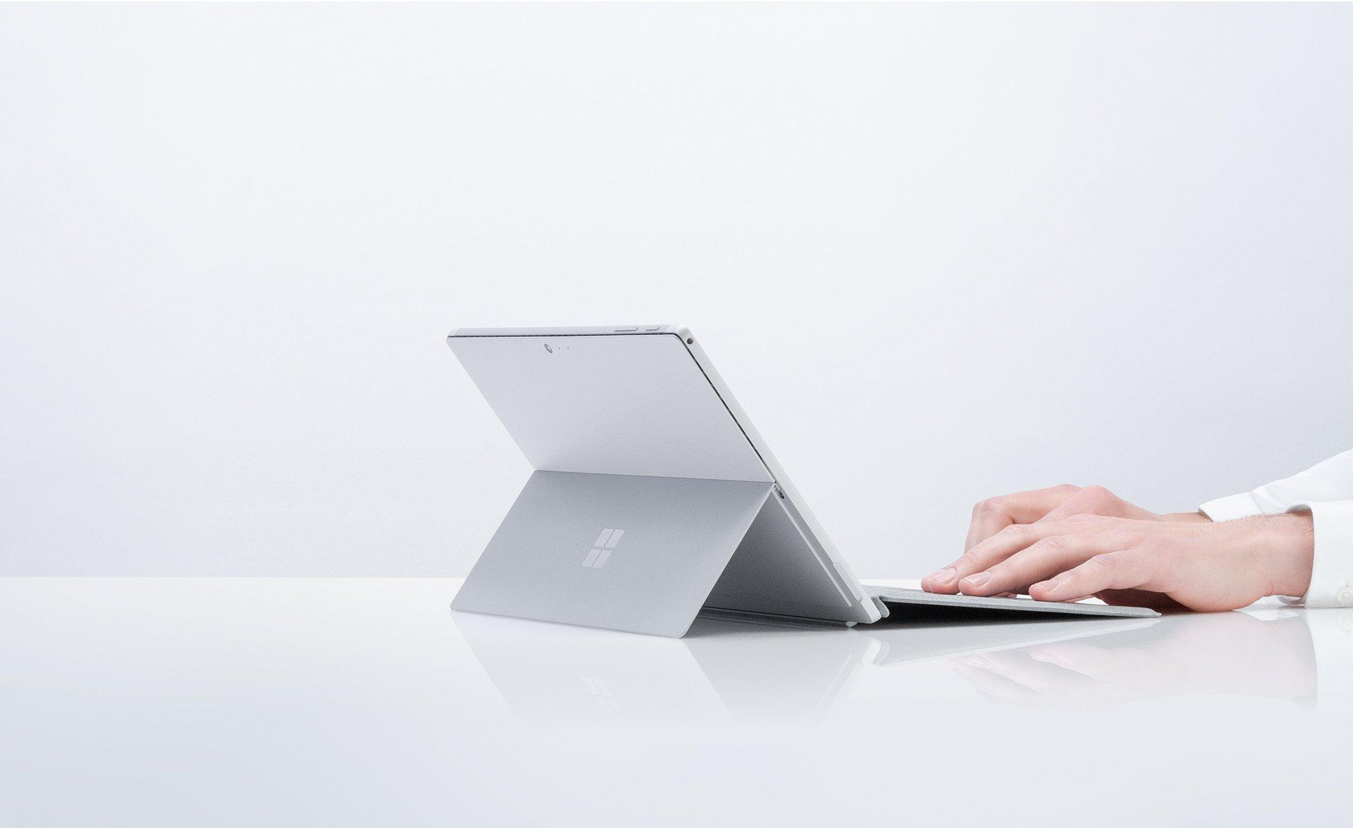 Microsoft czasowo obniża sugerowaną cenę Surface Pro 6 o 700 złotych