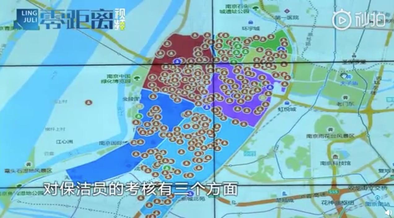 Sanitariusze w Chinach muszą nosić opaski, które śledzą ich lokalizację. Rozsądek czy rzeczywistość na miarę Orwella?
