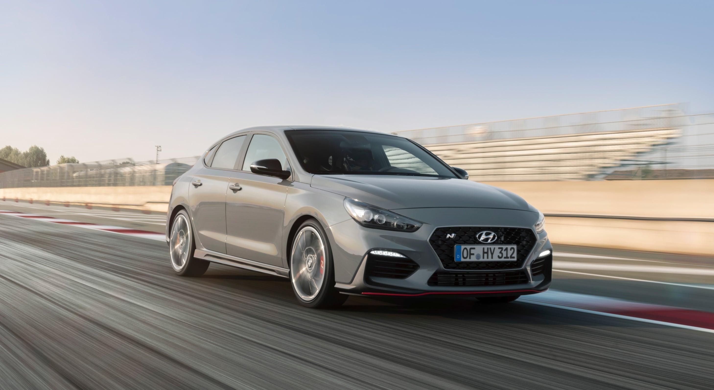 Hyundai przedstawił pomysł na kierownicę z dwoma dotykowymi ekranami