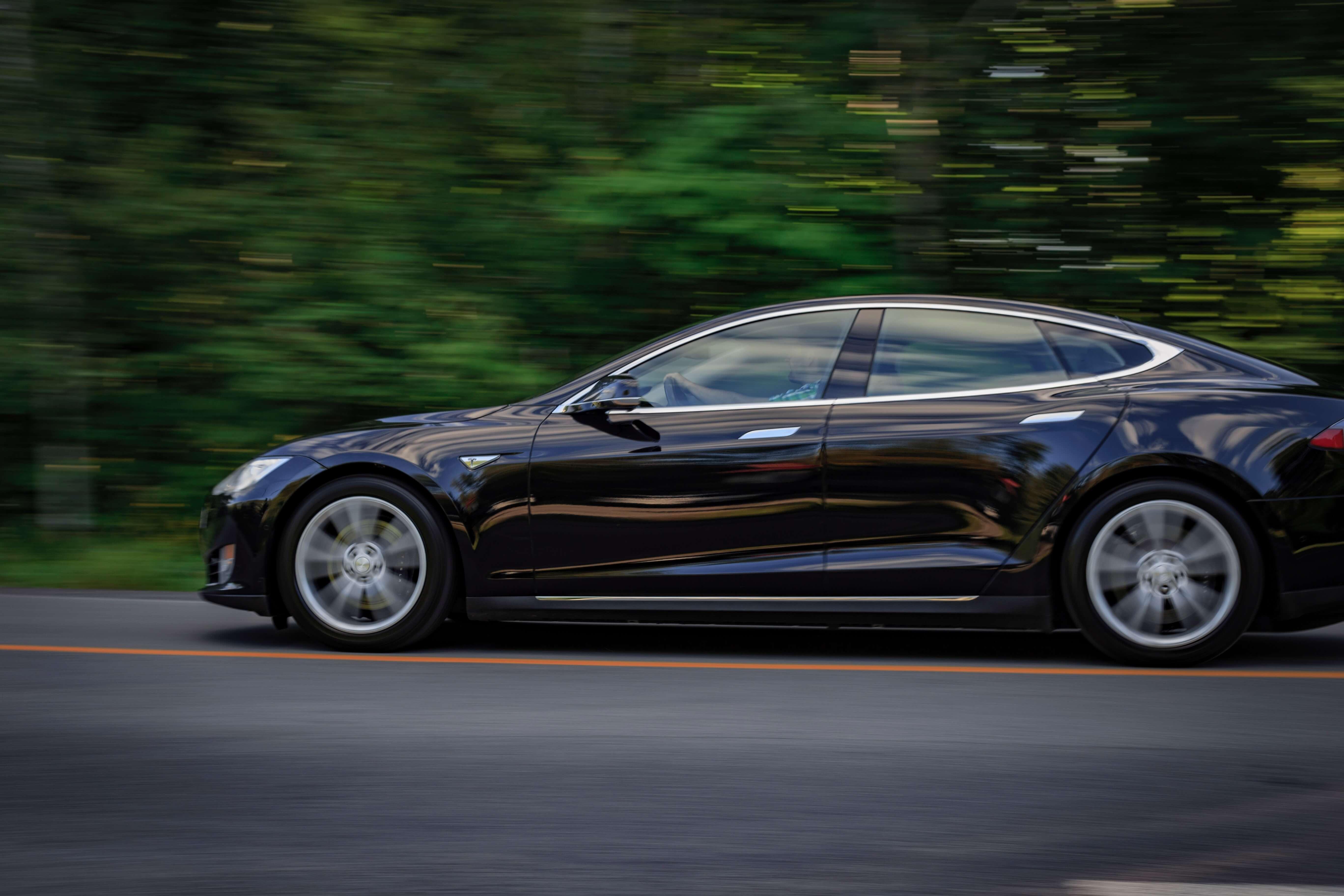 Tesla wykryła pierwszego złodzieja. Poznajcie funkcję Sentry Mode 16