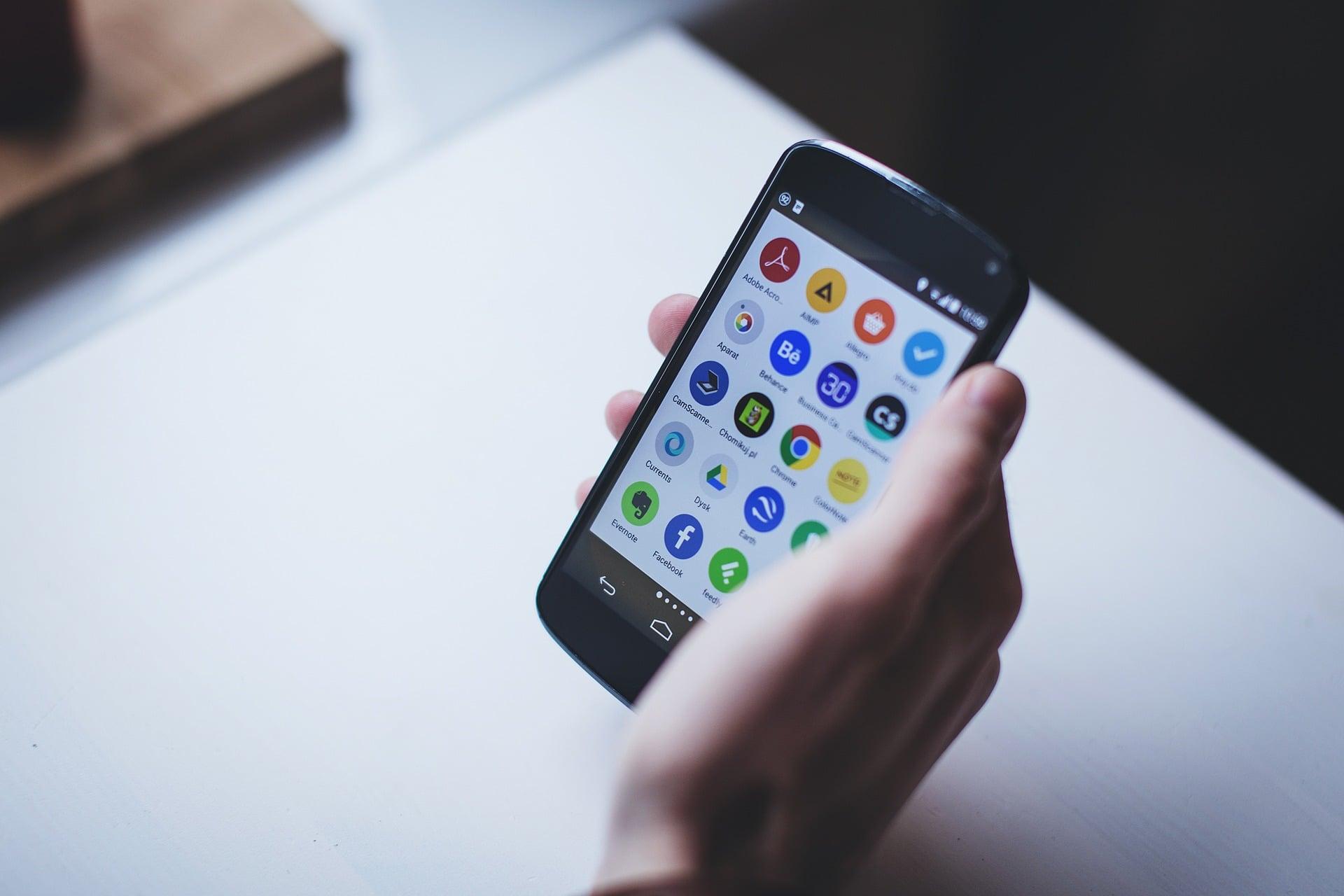 Android Q bez przycisku wstecz. Może go zastąpić gest inspirowany obsługą iPhone'a 16