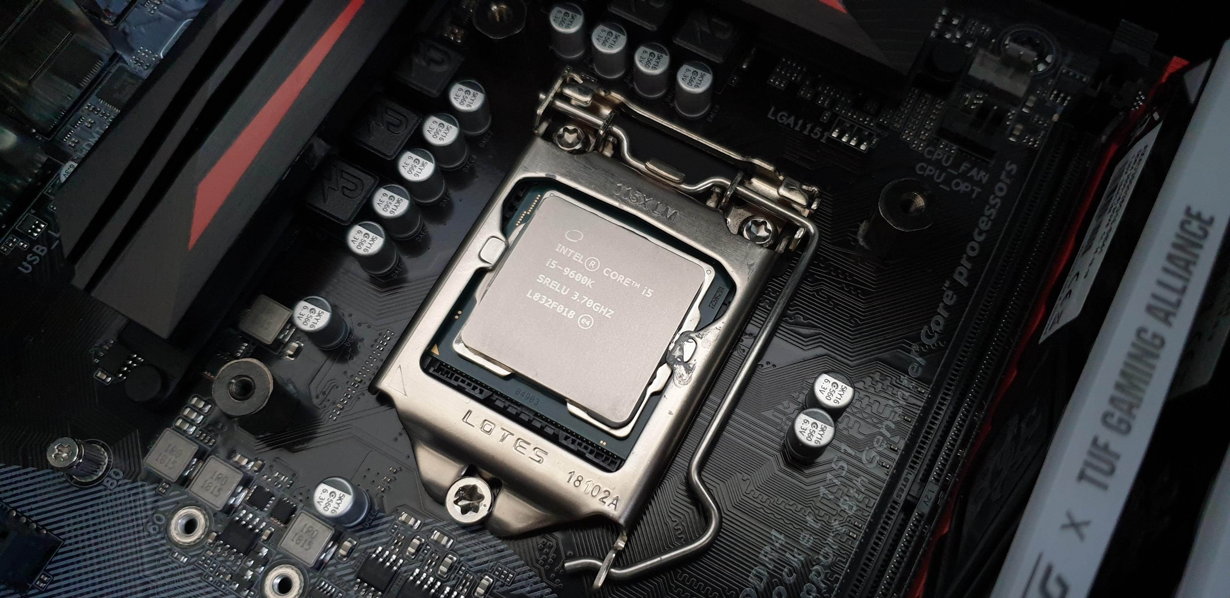 Testujemy cooler dla CPU - Cooler Master Hyper 212 RGB Phantom Gaming Edition. Warto? 32