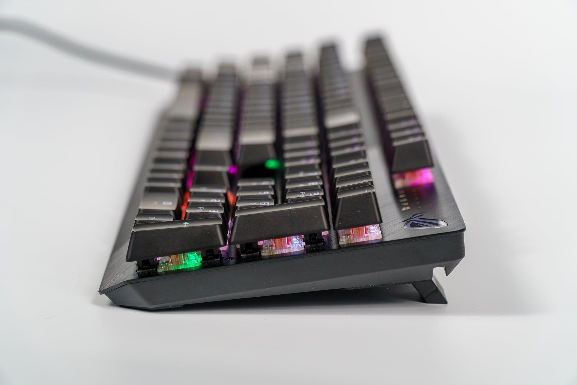 Asus ROG Strix Scope - bardzo dobry sprzęt i software, o którym lepiej nie wspominać