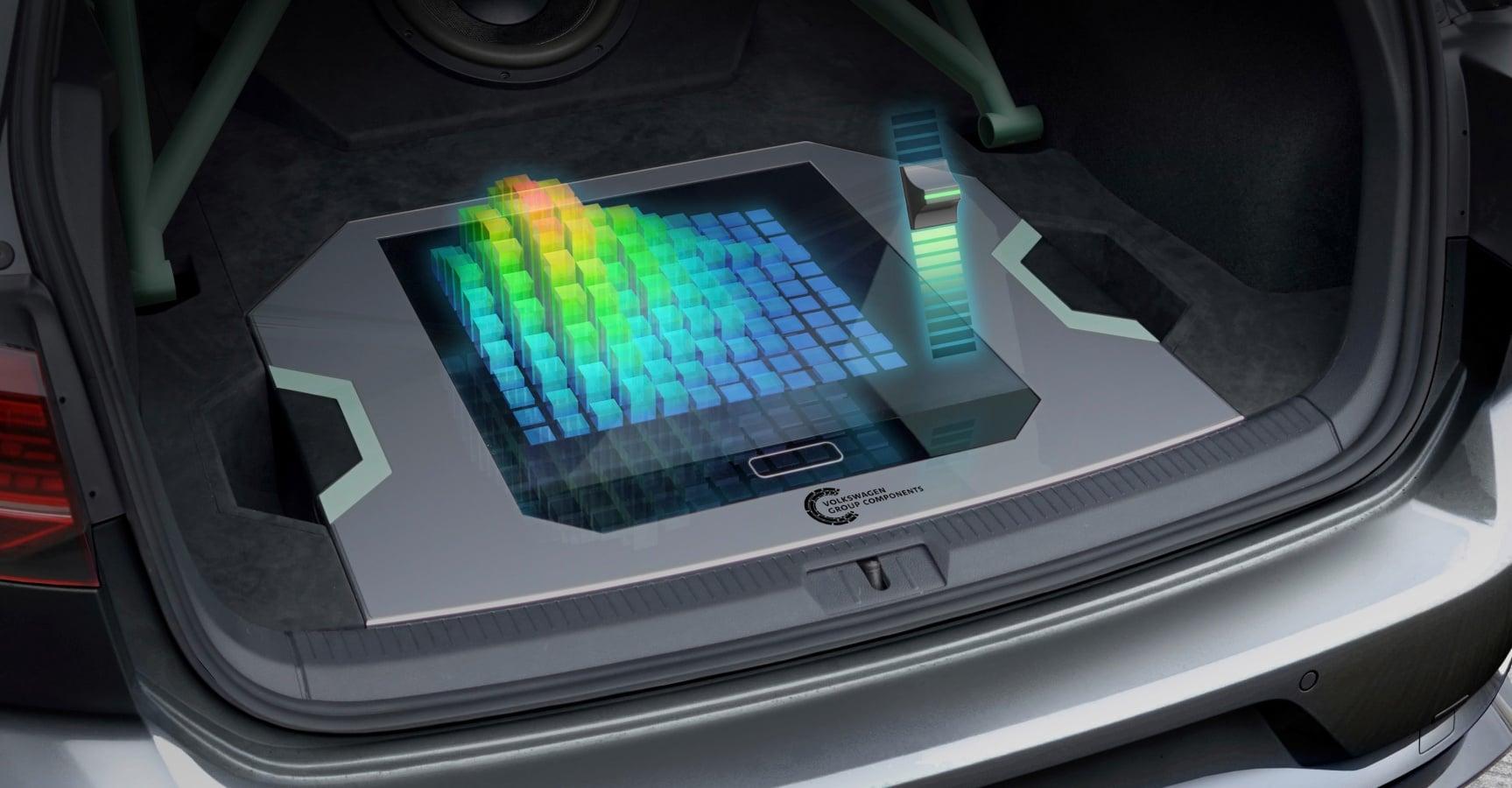 Jak wykorzystać bagażnik Golfa? Volkswagen proponuje holograficzny interfejs