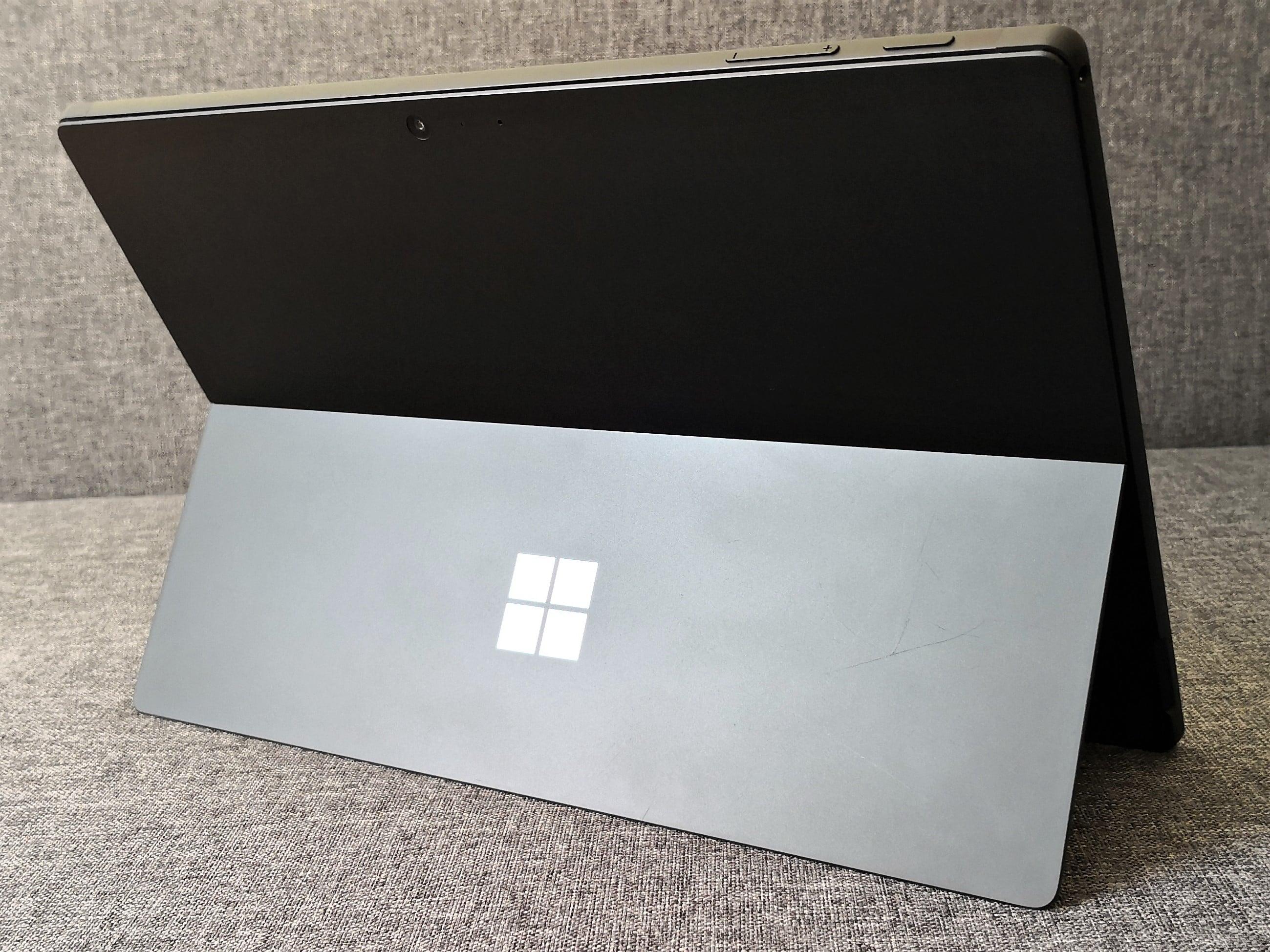 Nowy Microsoft Surface z dwoma ekranami i obsługą aplikacji z Androida?