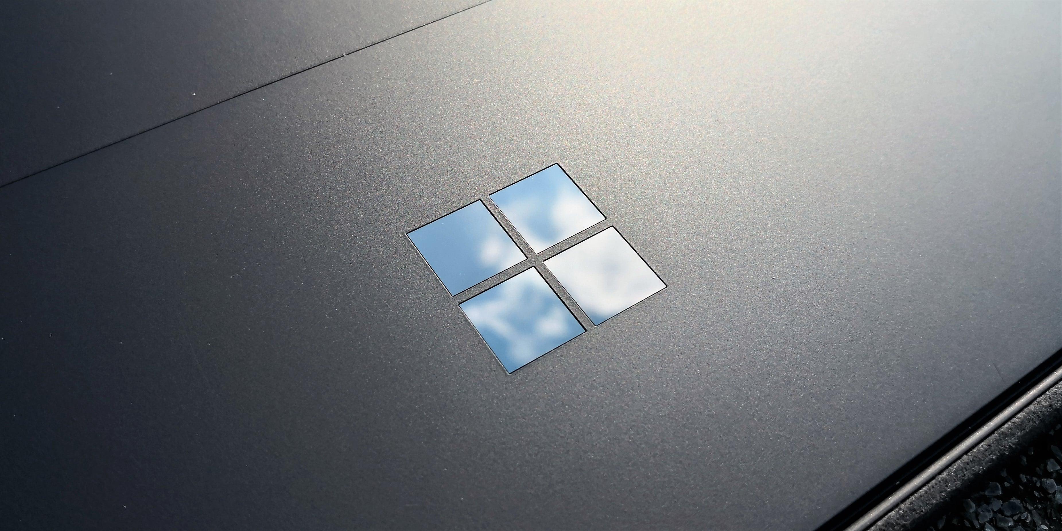 Po aktualizacji Microsoftu, procesory Surface Pro 6 i Surface Book 2 blokują się na 400 MHz