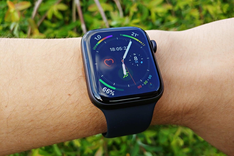 Apple Watch sprzedaje się coraz lepiej. Samsung i Fitbit o takich wynikach mogą tylko pomarzyć