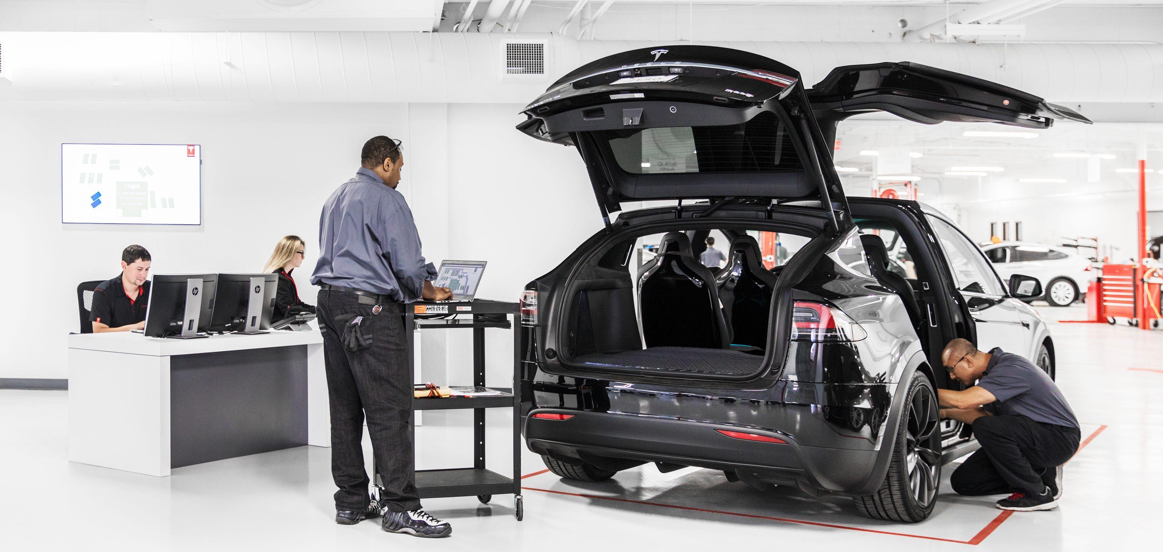 Tesla musi ciąć koszty, inaczej firmie w ciągu 10 miesięcy zabraknie pieniędzy