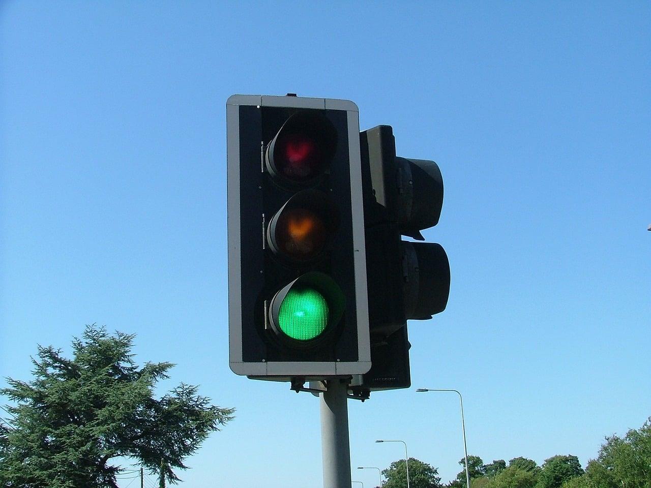 Sygnalizacja świetlna z nadawaniem priorytetu wprowadzona w polskim mieście