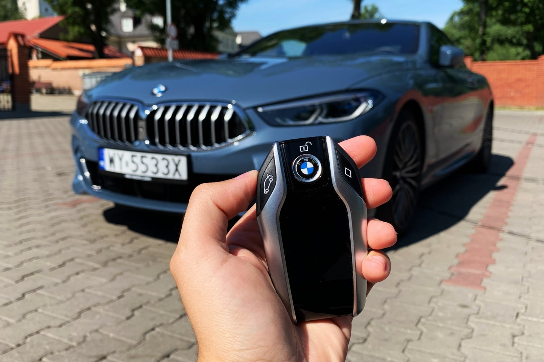 BMW zapowiada świetną funkcję – samochód sam zatrzyma się na czerwonym świetle