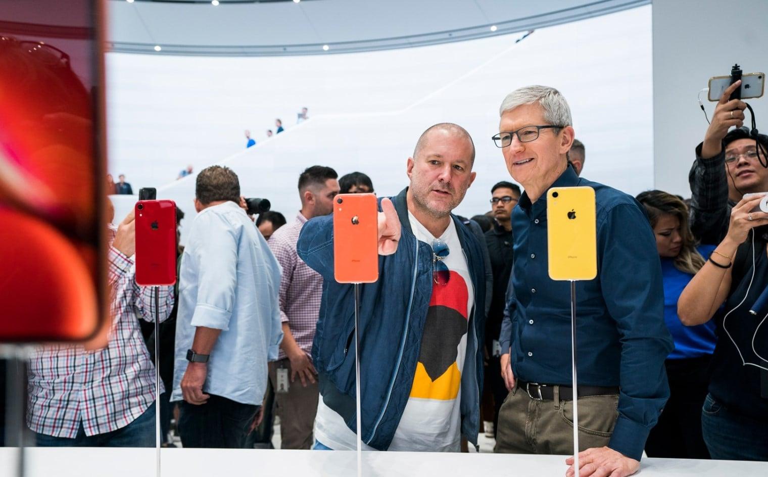 """Użytkownicy iPhone'ów nie porozmawiają przez """"tekstowe walkie-talkie"""", choć takie były plany Apple"""