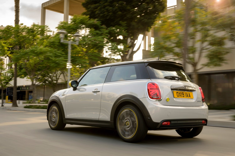 Elektryczna frajda z jazdy jest możliwa! Oto MINI Cooper SE